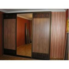 Шкаф - купе под заказ (три двери, вставки - кожа)