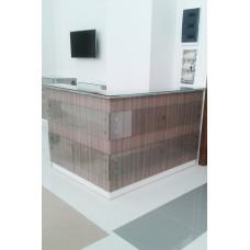 Ресепшен угловой со стеклянными панелями